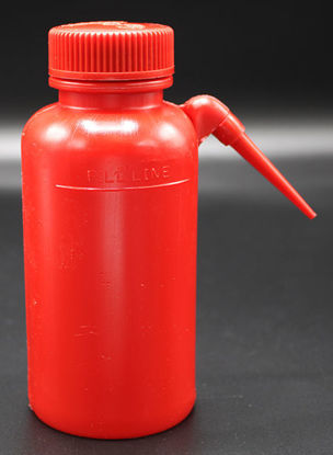 Picture of BN-601 - 250 ml Red LDPE Wash Bottle w/ Spout (BN601)